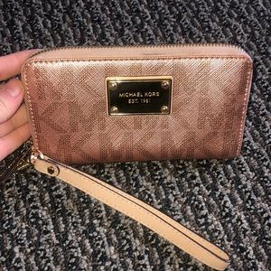 Michael Kors MK Wallet / Wristlet Rose Gold